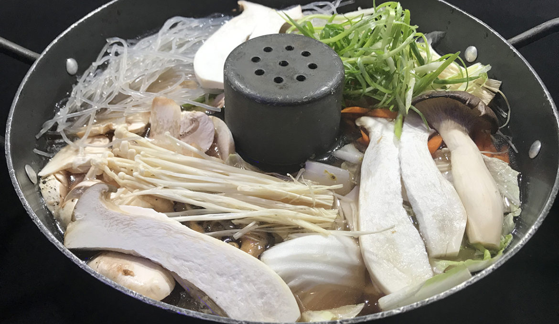 Mushroom Soup w/ bulgogi</br>버섯전골 牛肉蘑菇火锅